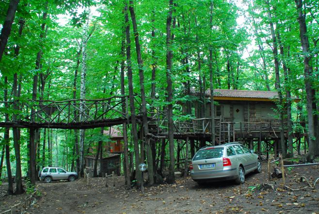 Piemonte italia un intero villaggio di case sugli for Case moderne nei boschi